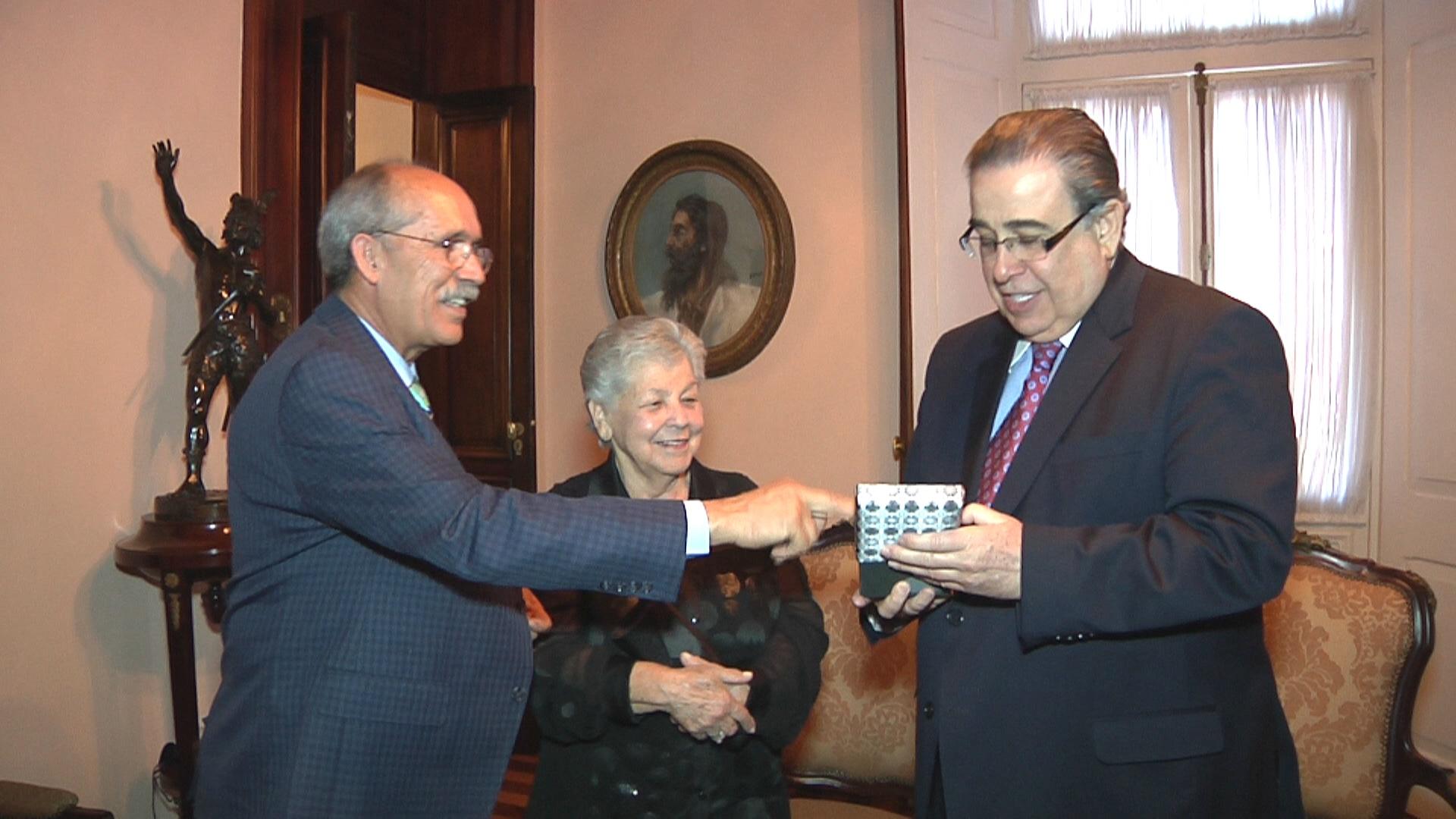 PROFESSORA DE CONTAGEM É RECEBIDA PELO GOVERNADOR DE MINAS GERAIS